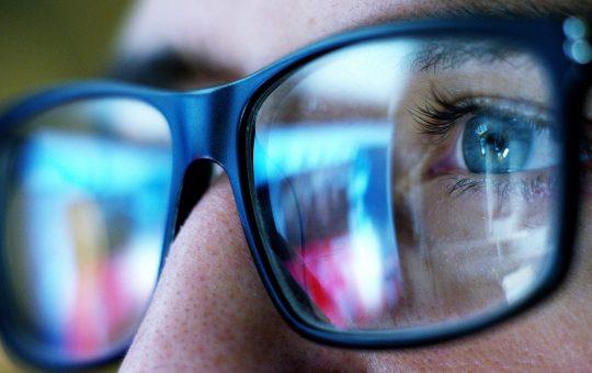 Brille im Großformat
