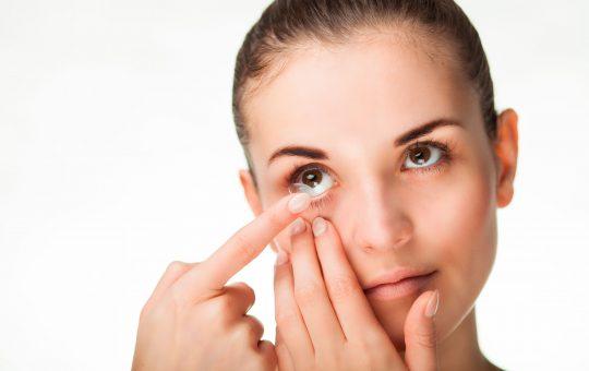 Kontaktlinsen einsetzten